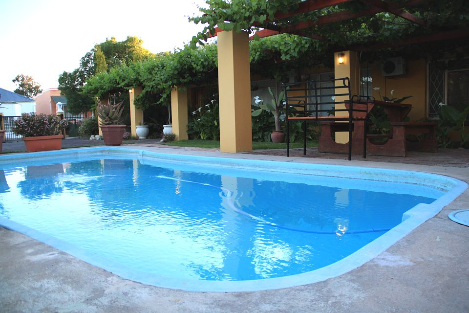 Facilities beaufort west accommodation donkin country guest house for Swimming pool covers south africa